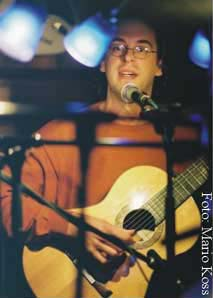 "Holger Saarmann zu Gast bei Tom Cunningham: ""Songwriters-in-the-Round"", Berlin, Juni 2004"